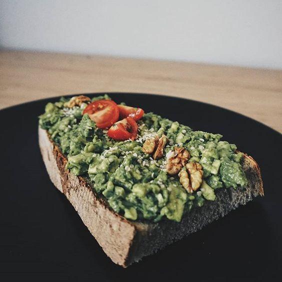 raňajky avo tast avokádo